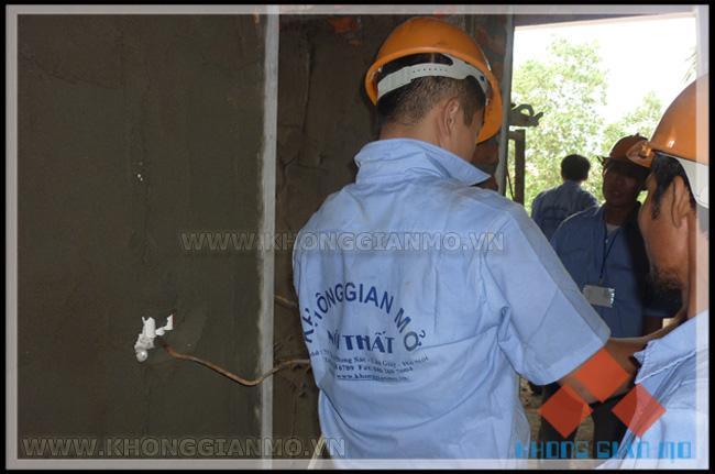 Đội xây dựng phần thô - công ty Không Gian Mở đang thi công tại công trình biệt thự Đại Lải cao cấp Flamingo